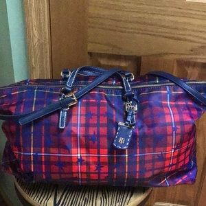 Tommy Hilfiger lg duffel beautiful travel bag